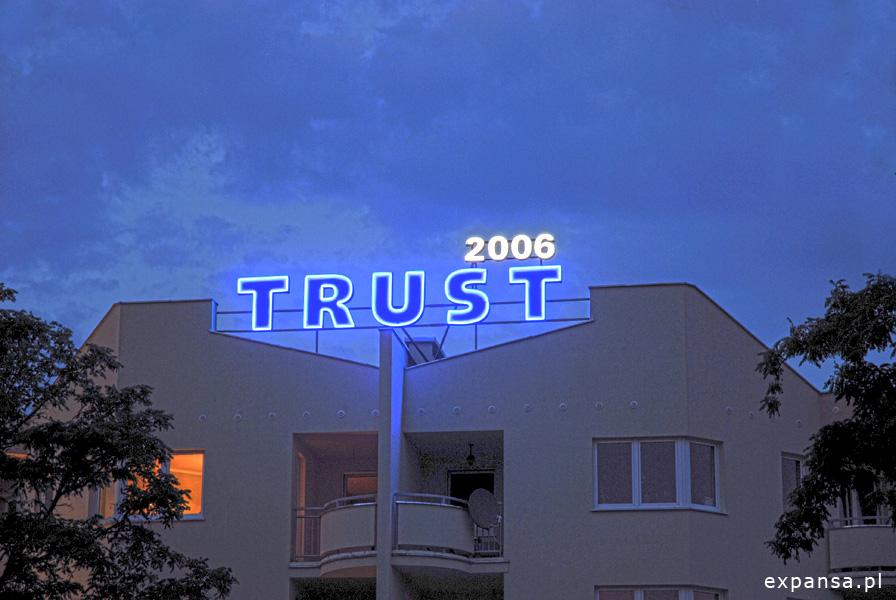 reklama swietlna dla firmy trust 1